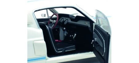 SHELBY GT500 – WIMBLEDON WHITE / BLUE STRIPES -1967 | CARSNGO.FR